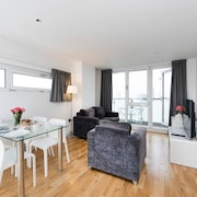 Modern 3BR Flat in Stratford With Great Views!
