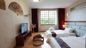 房內夾萬、書桌、窗簾、免費 Wi-Fi