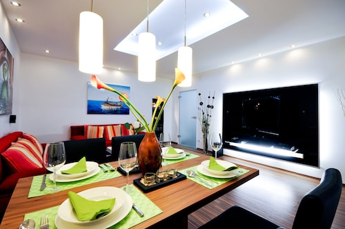 Luxurious and Modern Apartment With Balcony in Vienna,