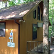 Alpine Cabins - No Cleaning Fees - Pet Friendly and Peaceful, Private, Perfect