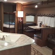 Beautiful Camper, Quiet Residential Area Near Lake Balboa Park, and a Spa Too!