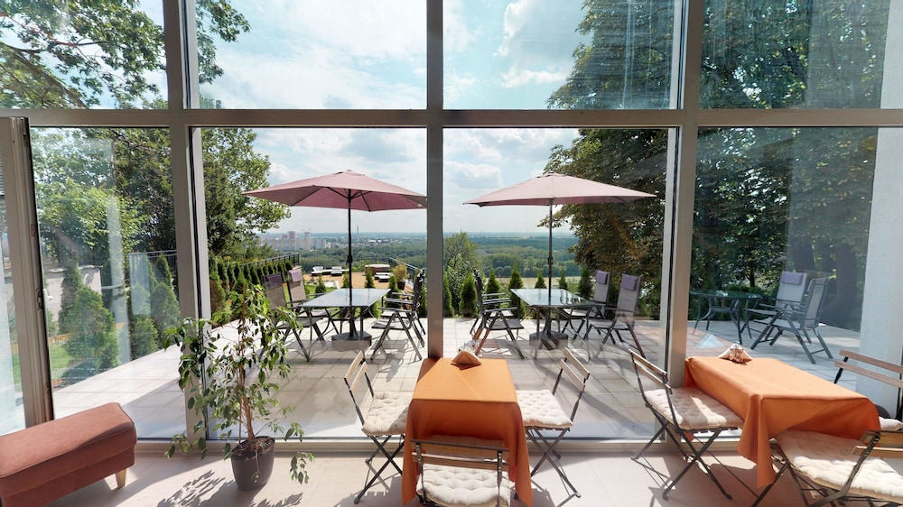 Breakfast Area, River View Residence Hotel