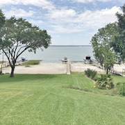 Renovated 4br/3ba on Lake Weir