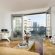 Modern 2BR Flat with Thames River View