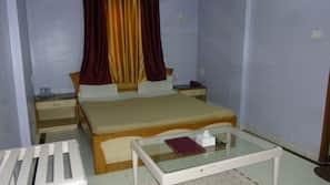 Desk, rollaway beds, free WiFi