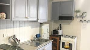Frigorifero con congelatore, microonde, forno, piano cottura