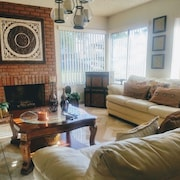 Beautiful Town-home Near Disney, Csuf, Golf & Fwys