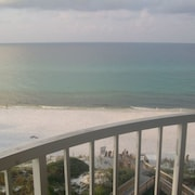 Ocean Front- Outstanding View 2 Bedroom Hidden Dunes Unit 705