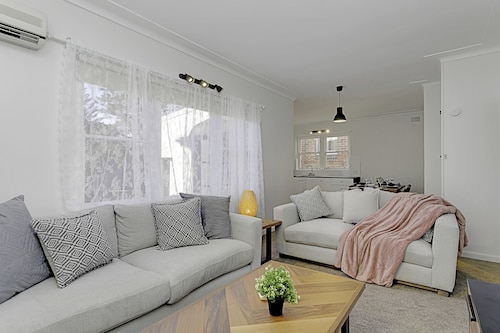 4 BR Apartment Short Walk to Bondi Beach