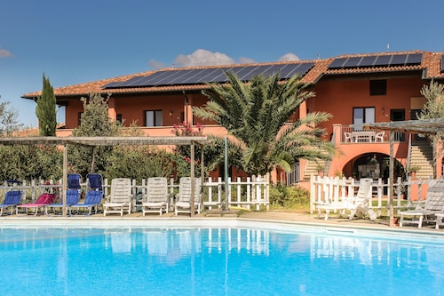 Borgo Campetroso Apartments in the Countryside, 2 Swimming Pools, Restaurant 20 km From the sea
