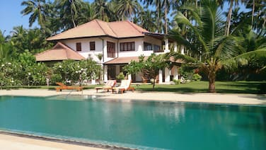 Beach Villa With Pool and Tennis Court. Private chef. Fully staffed and AC.
