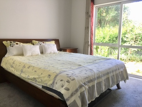 Cute One Bed Room on Lake Road