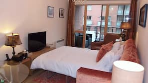 2 bedrooms, iron/ironing board, travel cot, free WiFi