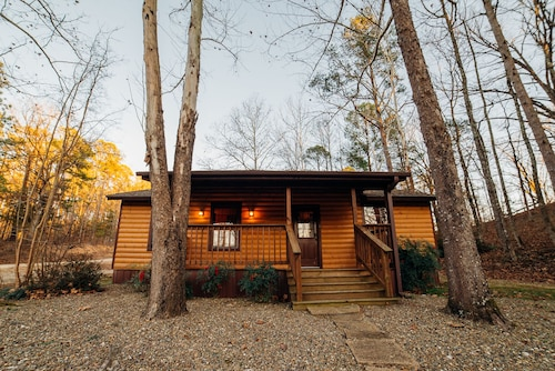 Wisteria-2 Bedroom & Hot Tub! Great Little Getawy!