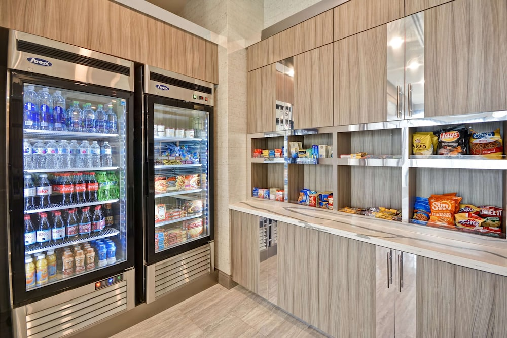 Snack Bar, Homewood Suites by Hilton Conroe
