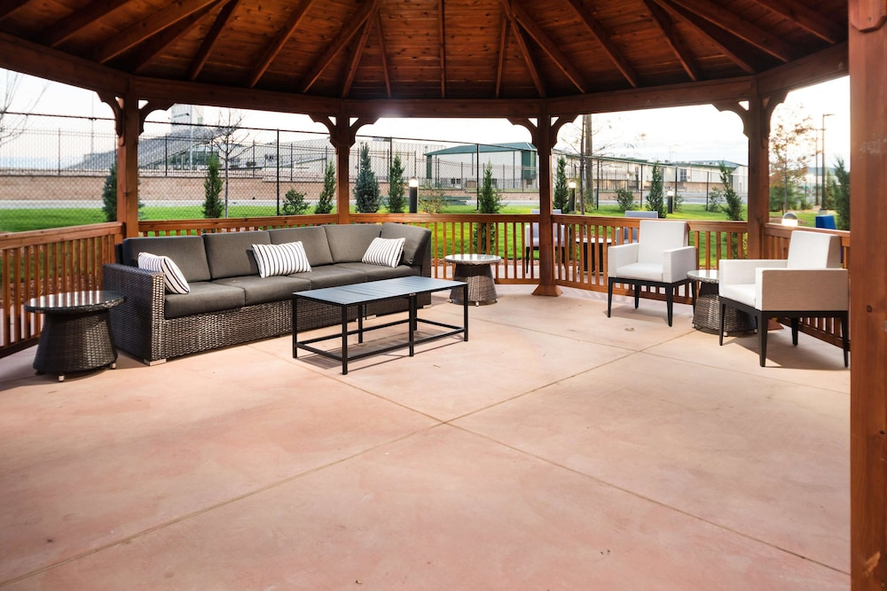 Terrace/Patio, Homewood Suites by Hilton Tulsa Catoosa