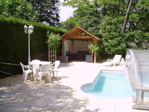 Holiday Villa With Pool / 6/8 People
