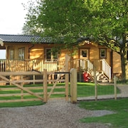 Orchard Lodge, Exclusive Log Cabin, York Riverside Village 2m P+r, 4m City Walls