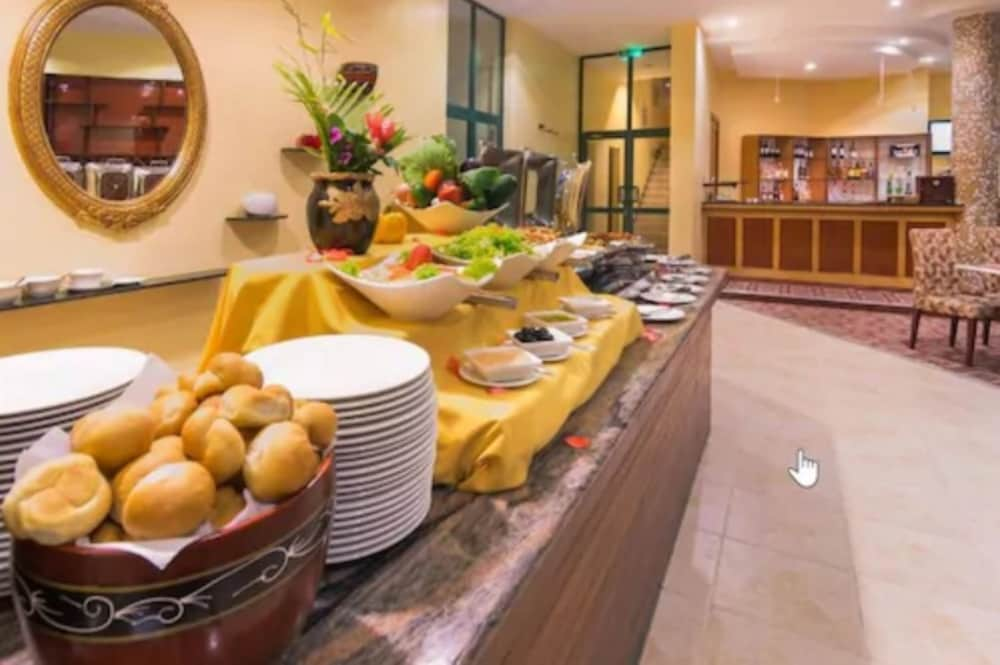 Breakfast buffet, Gold Crest Hotel - Mwanza