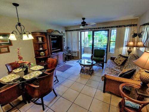 Partial Ocean View From Private Lanai, King Bed.....fully Furnished Condo