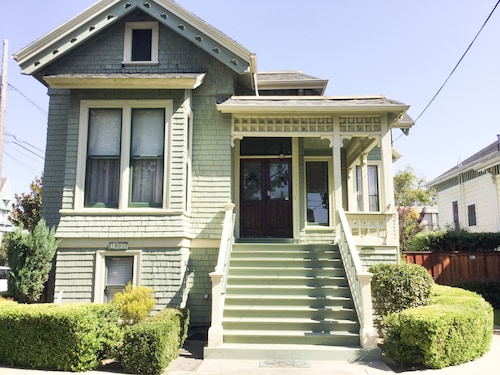 NEW Listing - In the Heart of Alameda. Minutes From San Francisco