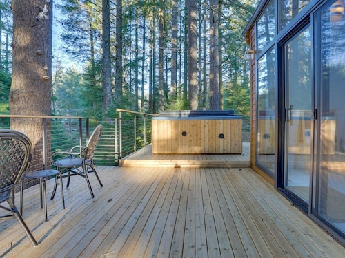 Great Place to stay Beautiful Modern Home on 5 Acres w/ hot tub & Deck, Near Skiing/hiking! near Sandy