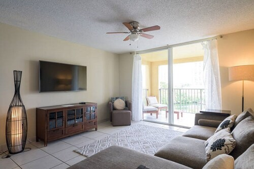 Spacious 2 Bedrooms With Water Views Close to the Beach and Aventura Mall