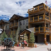 Just Listed! Luxury 4 bed Minutes to Vail, Breck & Keystone