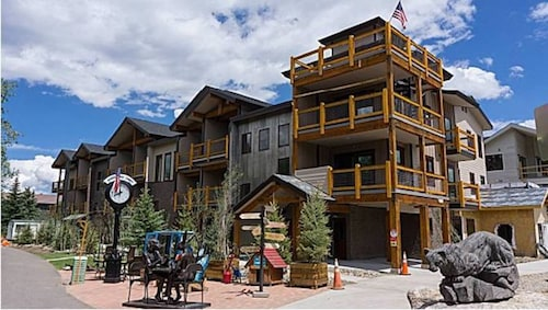 Ski Season is Here! Book Now! 4 Bdrm 3 Ba Condo in Summit County W/pool & Views