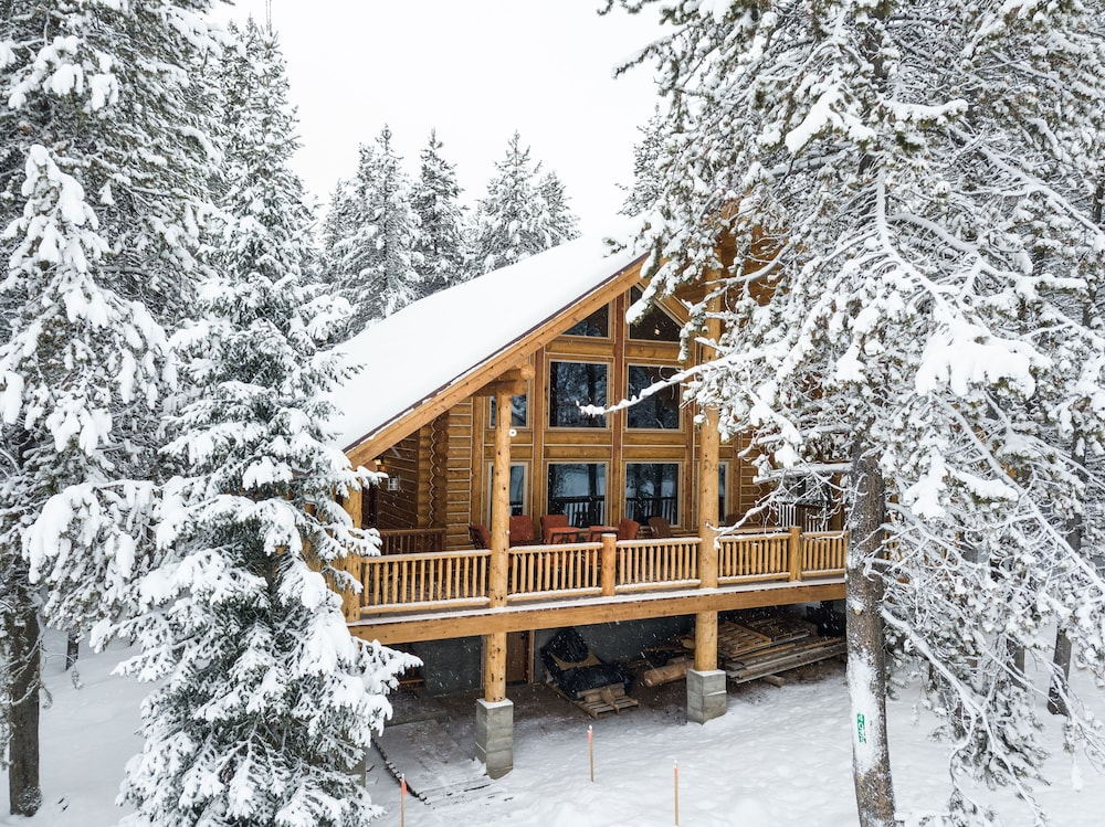 Brand New Dream log Cabin! Hot tub and Wi-fi! Perfection at