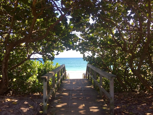 Beachside Bungalow 6 7 In The Heart Of Quaint Town Juno Beach