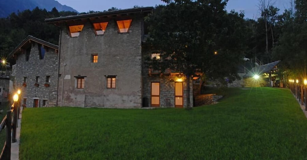 Bed & Breakfast Clapeon, Saint-Vincent - Room Prices ...