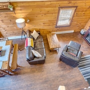 Secluded Pet-friendly High-tech Log Cabin in the Woods