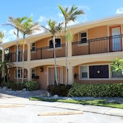 Calypso Kiwi at Coconut Villas of Dunedin 2 Bedrooms 1 Bathroom Condo by Redawning