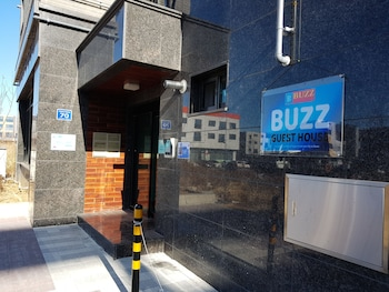 Buzz Guest House - Hostel