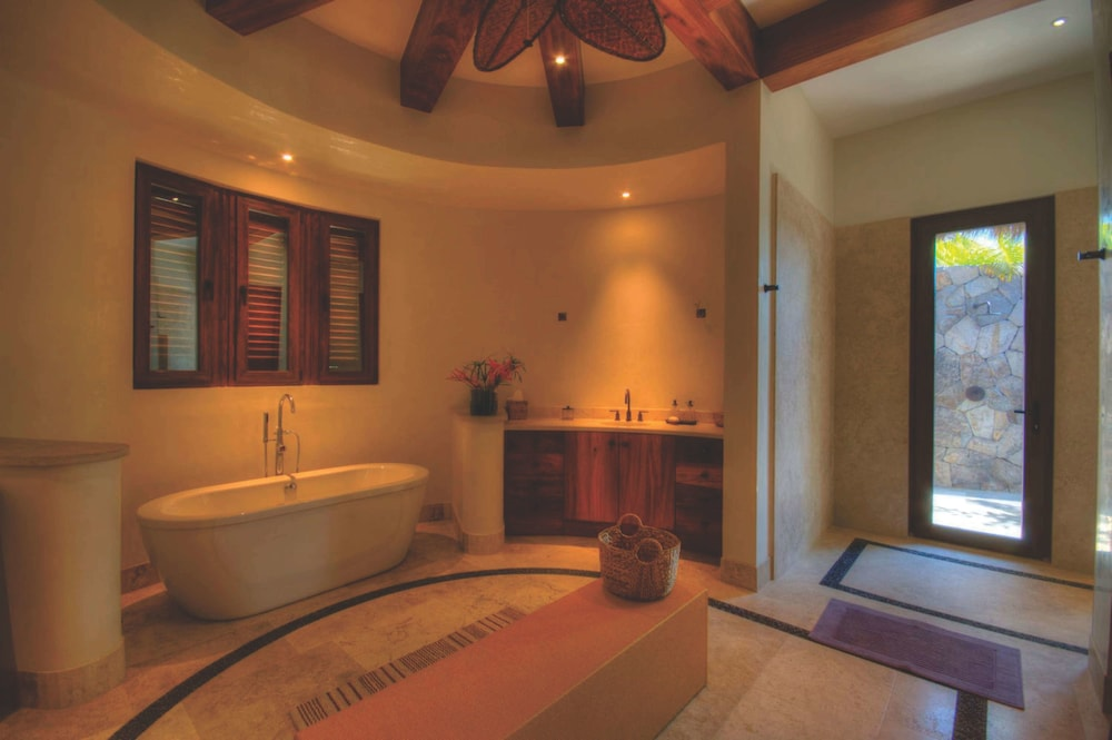 Deep Soaking Bathtub, Buenavista Boutique - Punta Sayulita