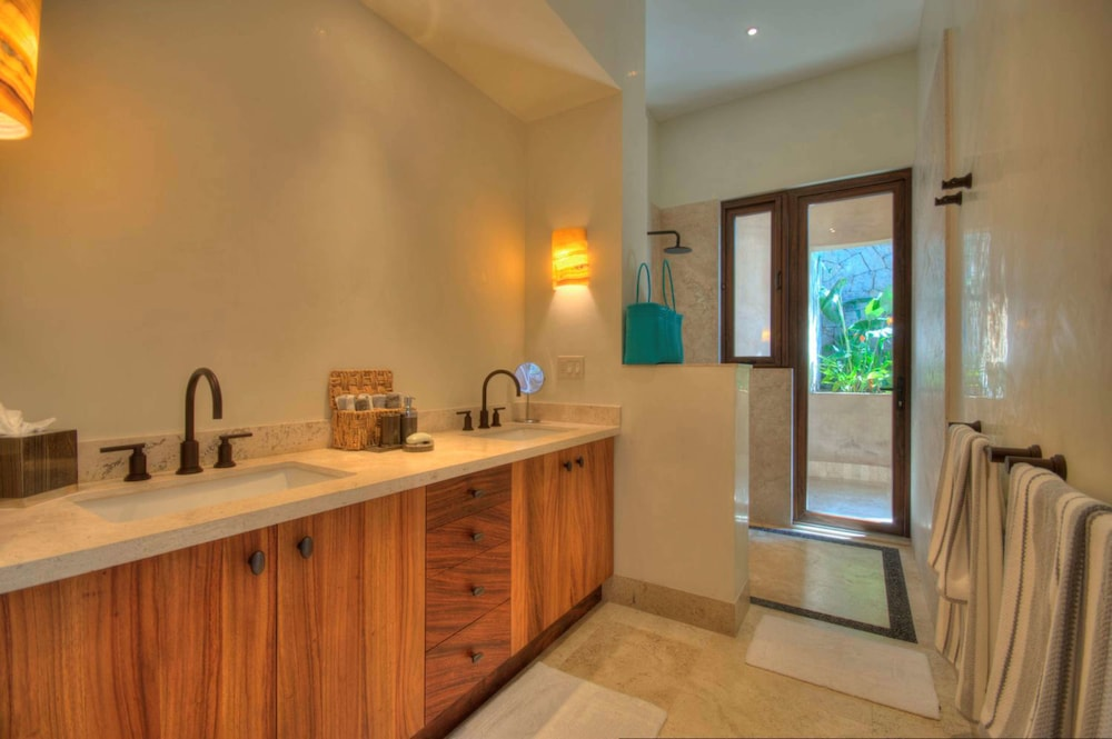 Bathroom, Buenavista Boutique - Punta Sayulita