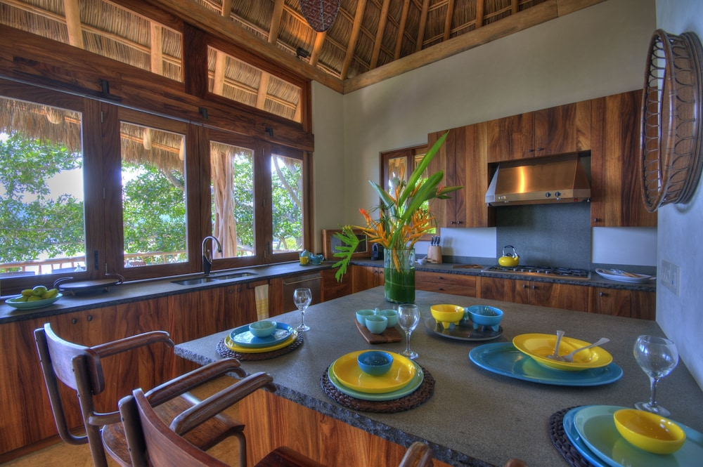 In-Room Dining, Buenavista Boutique - Punta Sayulita