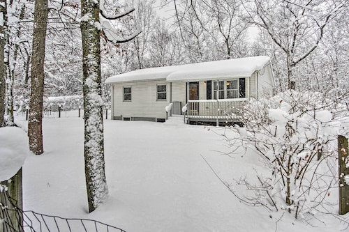 New! 3BR Twin Lake House ~15 Mins to Lake Michigan