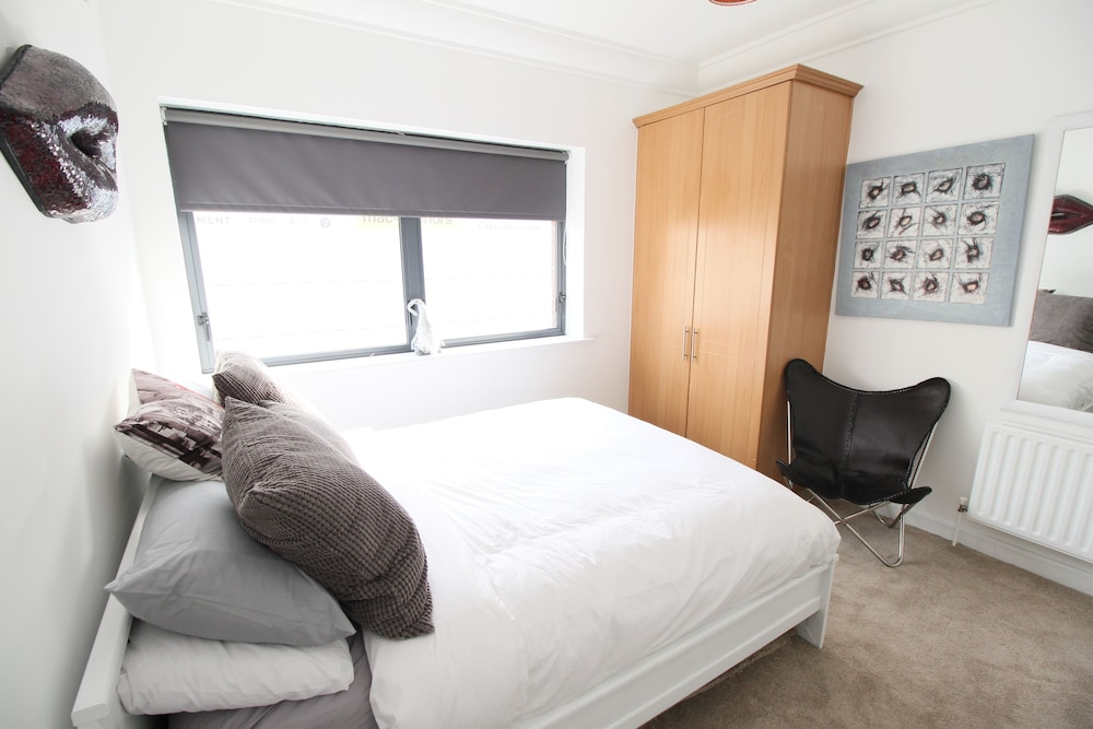 Stylish Ifsc Two Beds Two Baths Balcony 2018 Room Prices From 0