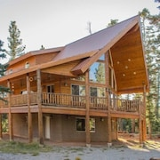 High Roller Hideaway 3 Bedrooms 3 Bathrooms Cabin by Redawning