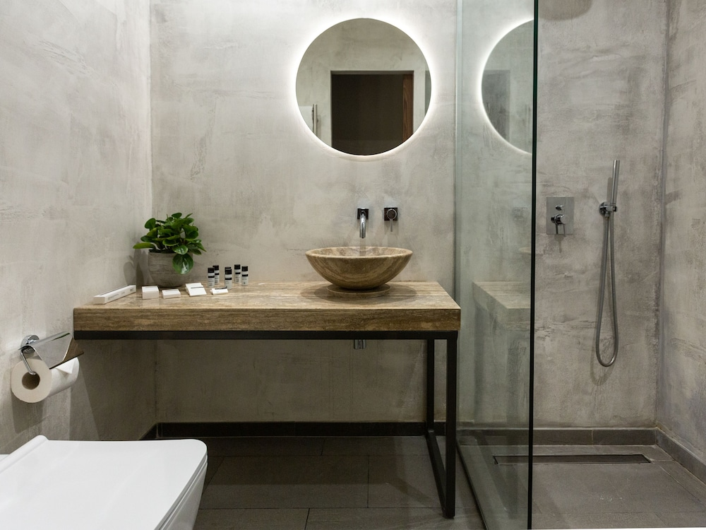 Bathroom, Merchant Suites
