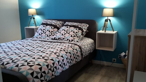 1 Room 8 MIN Paris RER C Airport Orly 20 MIN Garden Wifi 4 Pers