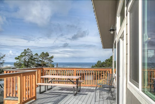 Oceanview High End Luxury Dream Home With hot tub and Bonus Room!