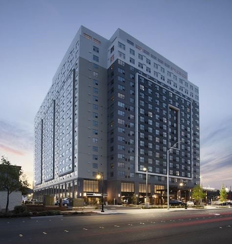 Hotels near Family Fun Center, WA: Find Cheap C$101 Hotel Deals