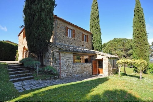 Charming Farmhouse in Montalcino With Pool & Wifi. Up to $-588 USD off - Limited Time We Respond 24/7
