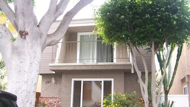 Chic, Newly Renovated Beach House 1/2 Block From the Pacific Ocean in Seal Beach