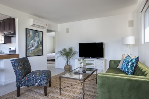 Check Expedia for Availability of Bright 1BR in Mid City by Sonder