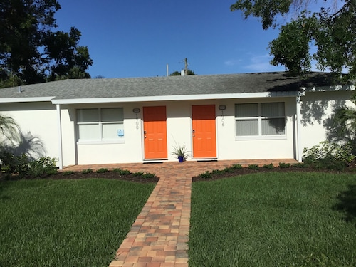 Great Place to stay Downtown Duplex -cultural Arts District-gated Tropical Garden near Vero Beach