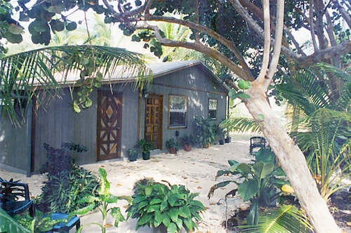 Cayman Cottage Within the 'golden Mile'. Fabulous, Sandy Beach & Great Swimming!